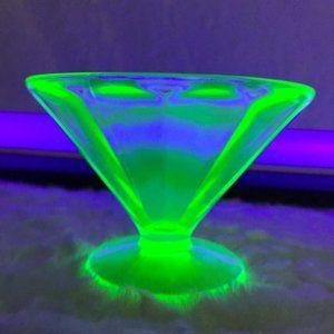 Vaseline Uranium Federal Glass Swirl Dessert Cup